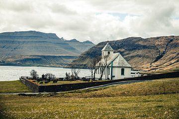 Witte kerk op de Faeröer Eilanden van Expeditie Aardbol