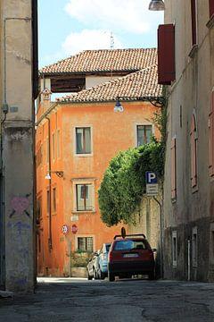 Leere Straße in Italien von Eveline Fotografie