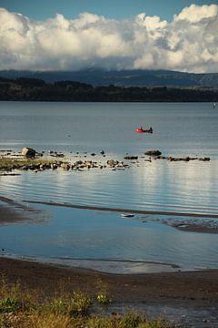 Ruhiger Abend mit dem Boot am Lago Villarrica, Chile von A. Hendriks