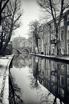 Zicht op de Vollersbrug met besneeuwde werven in Utrecht. (Utrecht2019@40mm nr 41) van