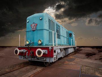 Alter niederländischer NS-Dieselzug in trostloser Landschaft von Robin Jongerden