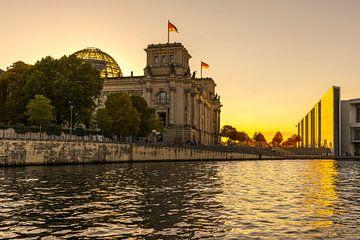 Reichstag gebouw Berlijn bij zonsondergang van Frank Herrmann