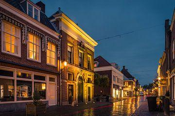 De Waag in IJsselstein bij avond van Tony Buijse