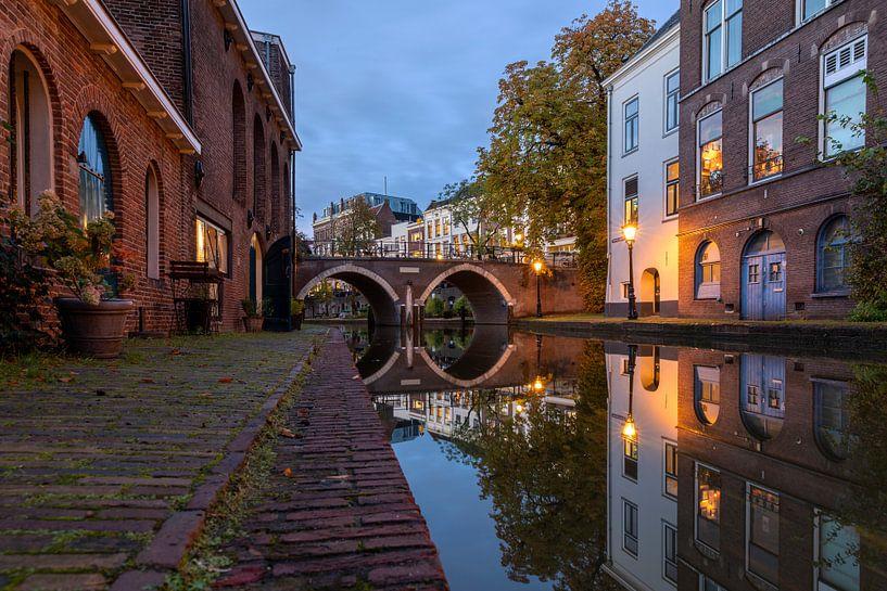 Avond in Utrecht Oudegracht en Vollersbrug van André Russcher