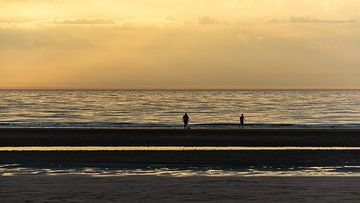 Sonnenuntergang am Strand von Kok and Kok