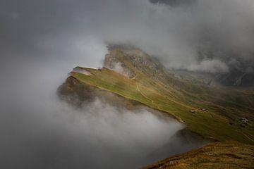 Seceda gehuld in een laag wolken van StephanvdLinde
