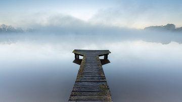 Steiger bij mistige zonsopkomst (Nederland) van Marcel Kerdijk