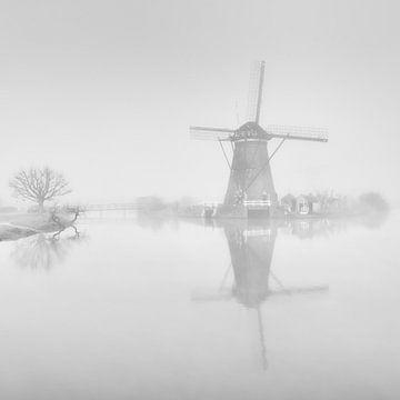 Mühle im Nebel von Maikel Brands