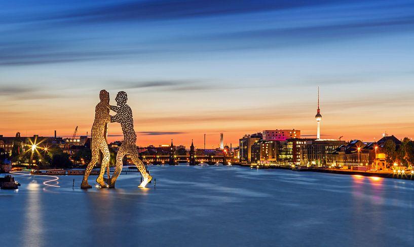 Berlijnse skyline aan de oude Osthafen van Frank Herrmann