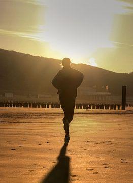Jogger sur la plage sur