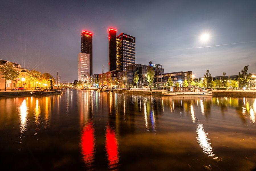 Volle Maan en de skyline van Leeuwarden