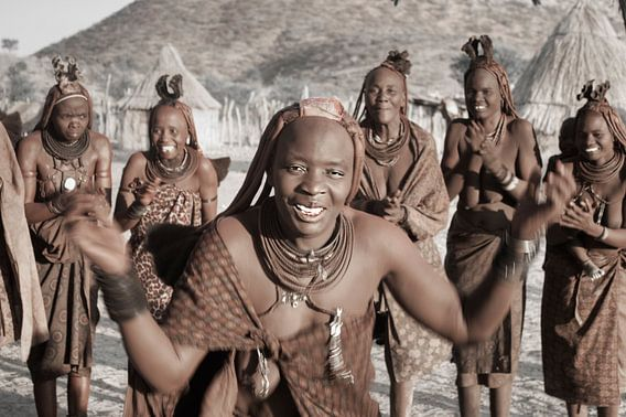 Himba Dancing van BL Photography