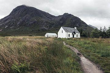 Weißes Häuschen in Glencoe, Schottland von Jeroen Verhees