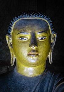 Buddha statue inside Maha Raja Viharaya or the Temple of the Great King (Cave No.2)