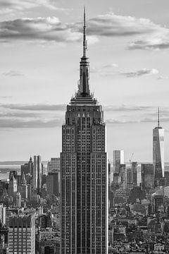 Empire State Building in zwart wit  van Thea.Photo