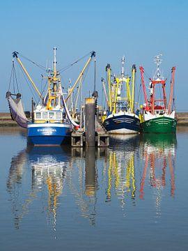 3 vissersschepen in de haven van Lauwersoog van Helene Ketzer