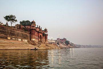 Varanasi, Uttar Pradesh, Indiade rivier de Ganges van de oude historische stad van Tjeerd Kruse