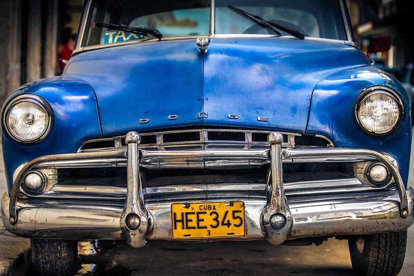 Klassieke Dodge Coronet 1950 in de straat van Havana, Cuba van Jan van Dasler