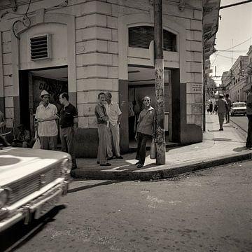 Streetcorner in Cuba von Cor Ritmeester