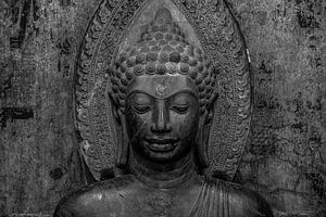 Zwart/Wit foto van Boeddhistisch beeld van Nick van der Blom