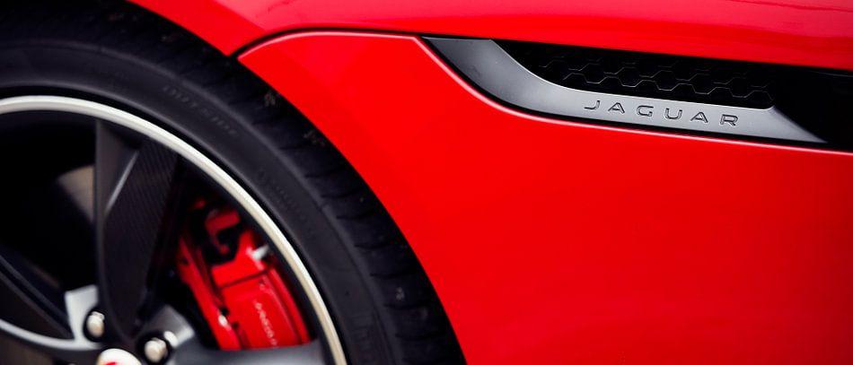 Rode jaguar F type coupe V6 s van Ansho Bijlmakers
