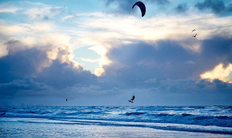 Sprong met kite van Sjoerd van der Hucht