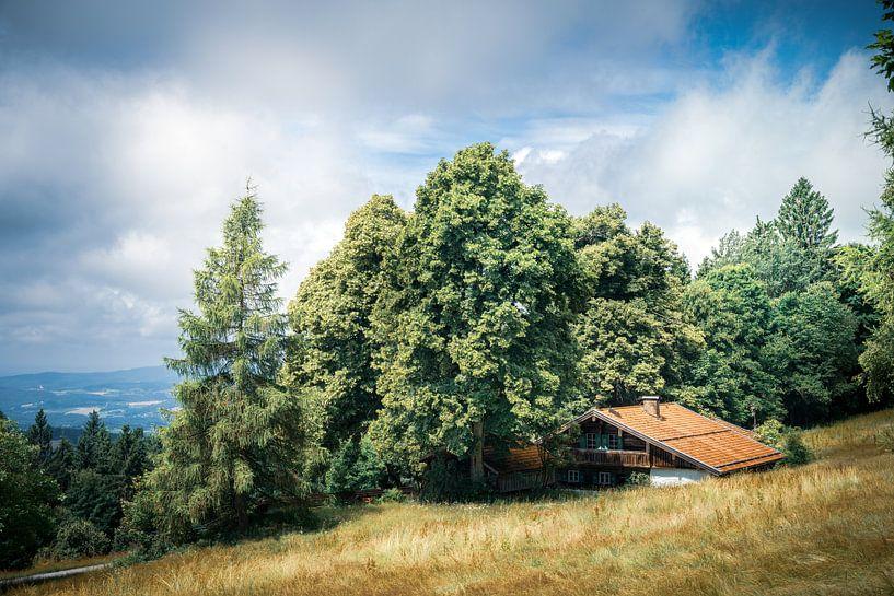 Landschaft mit Wolken und Haus von Thilo Wagner