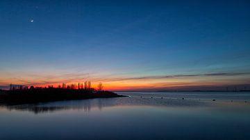 Na zonsondergang met de Maan en Venus van