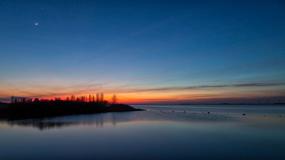 Na zonsondergang met de Maan en Venus