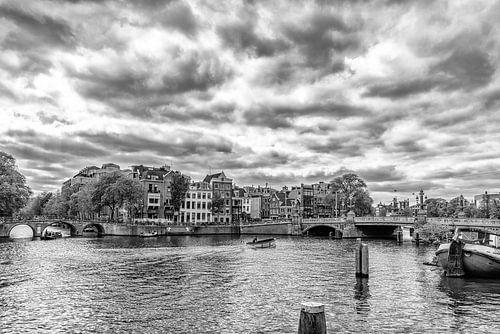 Amstel hoek Herengracht en de Blauwbrug in Amsterdam