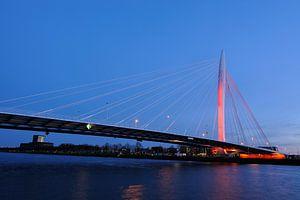 De Prins Clausbrug in Utrecht oranje aangelicht (1)