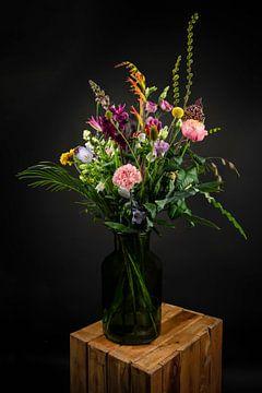 Modern Stilleven: kleurrijke bloemen in een vaas