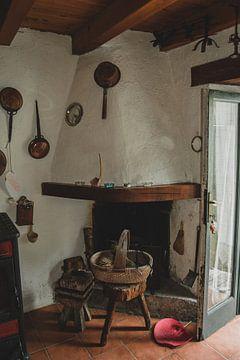 Inrichting van een oud huis op de heuvel van