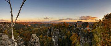 Sonnenuntergang an der Basteibrücke - Panorama von Frank Herrmann