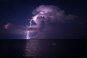 Onweer op zee van