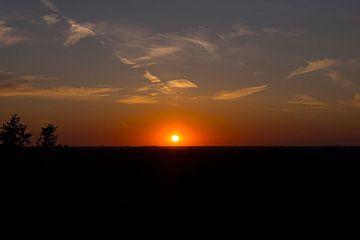 rode zonsondergang boven de veluwe van Compuinfoto .