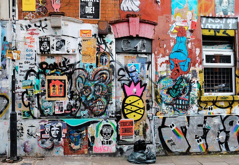 Graffiti muur, Shoreditch, Londen van Roger VDB
