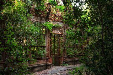 The Greenhouse 1 van Kirsten Scholten