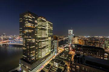 Zicht vanuit het appartementencomplex New Orleans op de ' De Rotterdam' , Erasmusbrug en de Nieuwe M von René Rollema