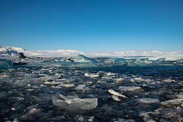 IJsland landschap, Jökulsárlón. Gletsjermeer en Diamond beach van Gert Hilbink