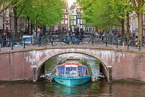 Boot en brug Amsterdam