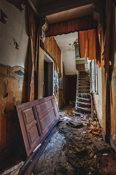Vervallen huis met een mysterieus verhaal... van Steven Dijkshoorn