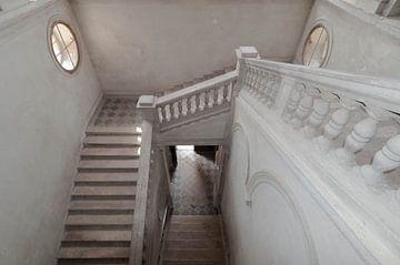 Trappenhuis in kasteel sur Fatima Maria Mernisi