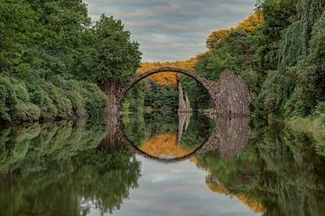 Rakotzbrücke zonsondergang van Hettie Planckaert