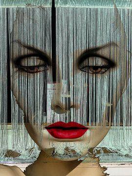 Behind the curtain von Gabi Hampe