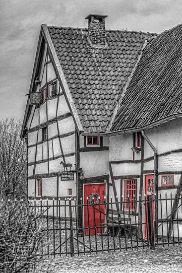 Vakwerkhuisje  zwart-wit in Epen
