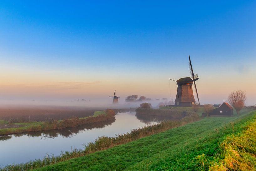 Kleurrijke zonsopgang bij de molens in de Schermer van Photo Henk van Dijk