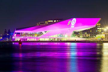 Photo de nuit de Film Institute Eye à Amsterdam sur Anton de Zeeuw