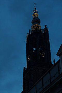 Silhouet Lieve vrouwe toren in Amersfoort van Lars van 't Hoog