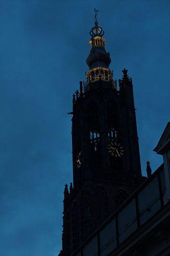 Silhouet Lieve vrouwe toren in Amersfoort van
